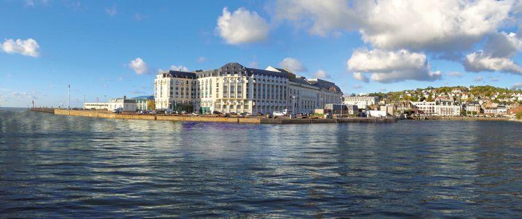 Le Beach Hotel