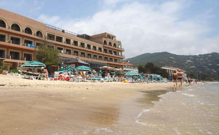 hotel cavali re sur plage in middellandse zee c te d 39 azur tui. Black Bedroom Furniture Sets. Home Design Ideas